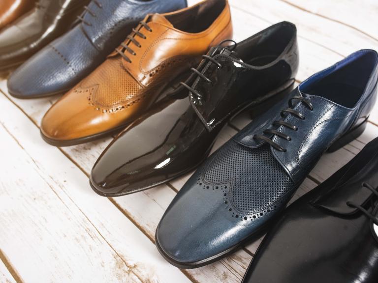 Mit kell viselni cipőkkel a peronon. Ék cipők: stílus és